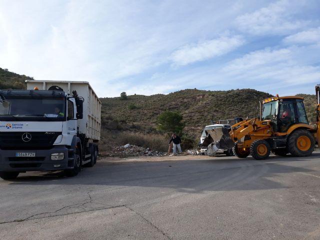 Limpian varios vertederos ilegales de residuos repartidos por diferentes espacios de toda la periferia del municipio, Foto 4