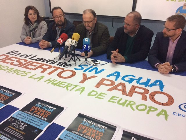 La Comunidad de Regantes y autoridades municipales de Totana instan a la ciudadan�a a movilizarse para participar en la manifestaci�n del 7 de marzo en Madrid por la sequ�a, Foto 3