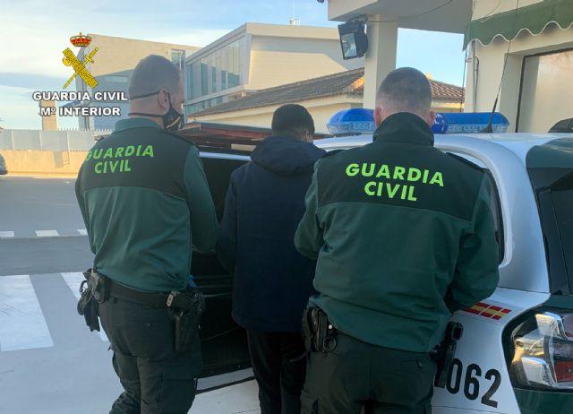 La Guardia Civil detiene en Torre Pacheco a un joven delincuente dedicado a robar en viviendas - 1, Foto 1