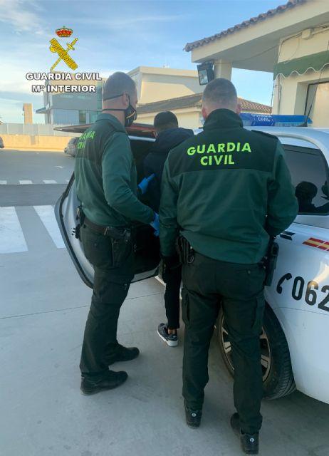 La Guardia Civil detiene en Torre Pacheco a un joven delincuente dedicado a robar en viviendas - 2, Foto 2