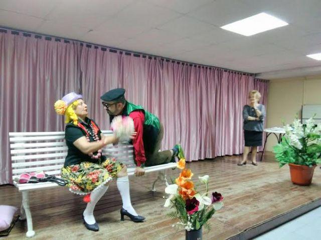 Más de un centenar de socios asisten a la actividad de teatro organizada en el Centro Municipal de Personas Mayores, de la plaza Balsa Vieja, Foto 1