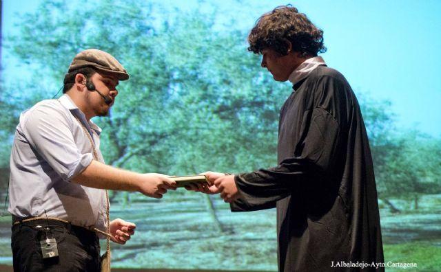 Los alumnos del Instituto Ben Arabi representan la obra teatral Viento del Pueblo a beneficio de la Asociacion Pablo Ugarte con la colaboracion de la Concejalia de Educacion - 1, Foto 1
