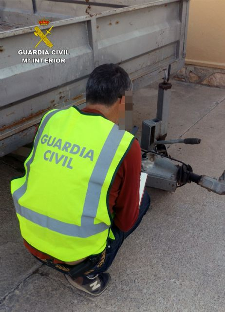 La Guardia Civil detiene a dos personas dedicadas a sustraer objetos en fincas y granjas de Lorca, Foto 3