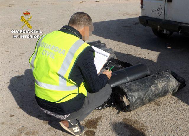 La Guardia Civil detiene a dos personas dedicadas a sustraer objetos en fincas y granjas de Lorca, Foto 7