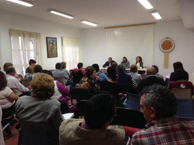 """Autoridades municipales se reúnen con los familiares de los usuarios del Centro de Día """"José Moyá Trilla"""", Foto 2"""