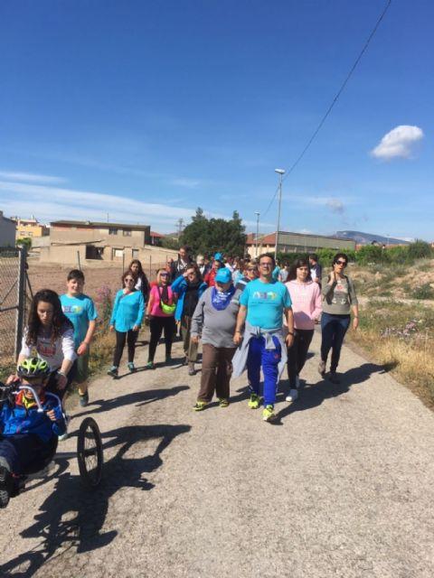Más de un centenar de personas apoya las enfermedades raras participando en la V Caminata popular organizada por AELIP en Totana, Foto 3