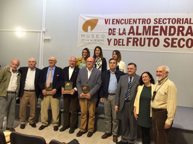 El presidente de COATO recibe la Almendra de Oro, Foto 1