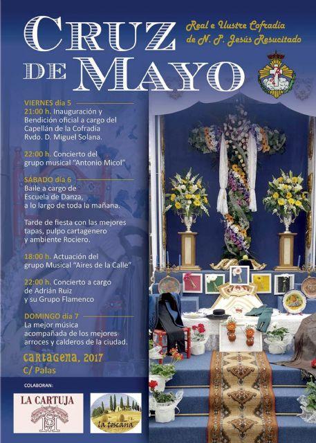 La calle Palas se llena de flores y fiesta en las Cruces de Mayo - 1, Foto 1