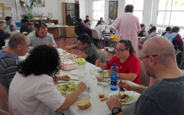 The catering service contract is awarded in Day Centers for Persons with Disabilities and two auxiliaries