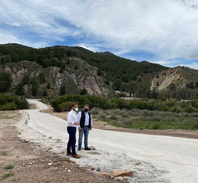 El Ayuntamiento de Lorca finaliza la pavimentación del camino de conexión entre las carreteras MU-701 y C-15 sobre el cruce del Río Guadalentín, a la altura del Escarambrujo - 1, Foto 1