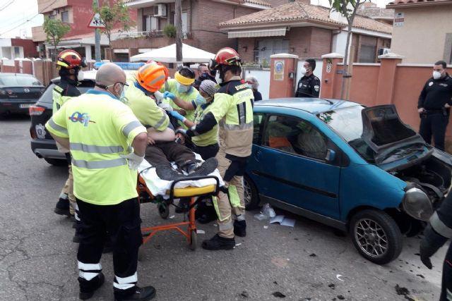 Bomberos auxilian a un conductor de 72 años tras sufrir un accidente en Urbanización Mediterráneo - 1, Foto 1