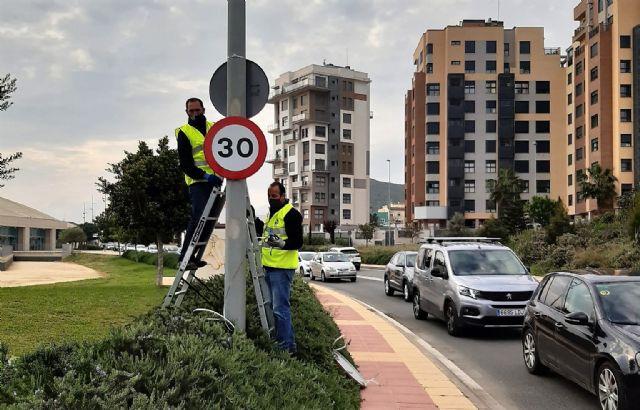 El Ayuntamiento revisa las vías urbanas de un carril por sentido para adaptarlas a la nuevas normas de circulación - 1, Foto 1
