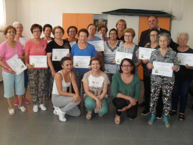 Se clausura el programa de Gimnasia para Mayores en El Paretón, con la entrega de diplomas, Foto 1