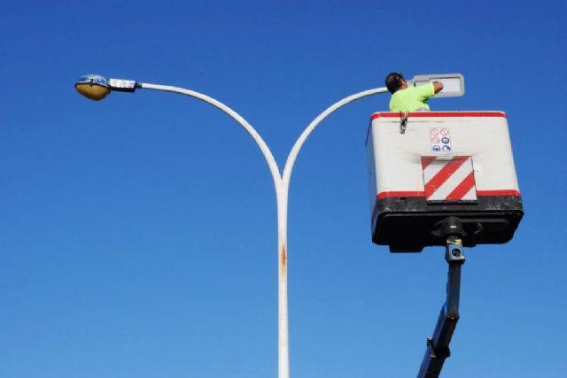 El ayuntamiento continúa con la transformación del alumbrado público con la instalación de luces led - 1, Foto 1