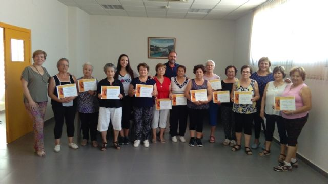 They close the program of Elderly Gymnastics in El Paretón with a ceremony of diplomas