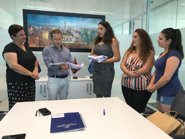 El Ayuntamiento de Torre Pacheco firma un convenio de colaboración con la Asociación Sociocultural 7 de Agosto San Cayetano - 4, Foto 4