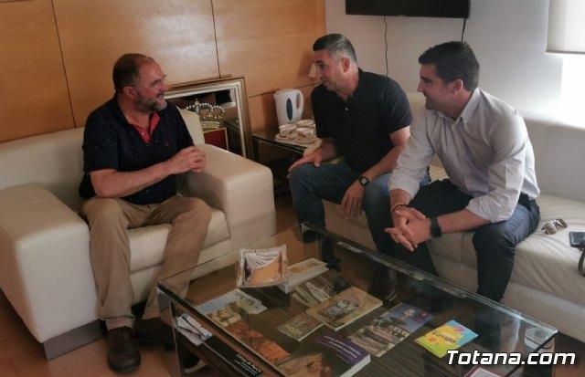 La nueva Junta Directiva del Ol�mpico de Totana mantiene su primera toma de contacto con el Alcalde de Totana, Foto 1