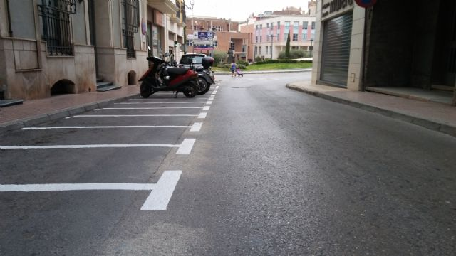 They enable more parking spaces for motorcycles and mopeds in Calle del Pilar, eliminating existing ones in the Plaza de la Constitución, Foto 2