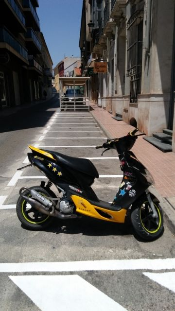 They enable more parking spaces for motorcycles and mopeds in Calle del Pilar, eliminating existing ones in the Plaza de la Constitución, Foto 3