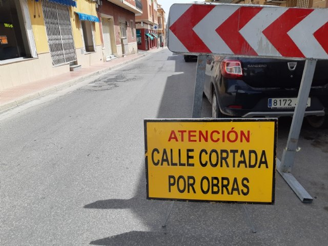 Comienzan las obras de renovación de la red de agua potable y alcantarillado en un tramo de la calle Teniente Pérez Redondo