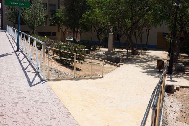 Nueva pavimentación en Rihuete Alto y mejoras de acceso peatonal en la calle la Vía, Foto 1
