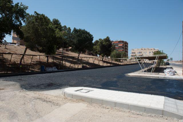 Nueva pavimentación en Rihuete Alto y mejoras de acceso peatonal en la calle la Vía, Foto 3