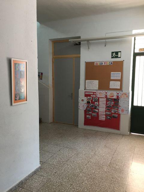Renuevan las puertas de la planta baja del Colegio Santa Eulalia dentro del plan de actuaciones de cara al próximo curso escolar, Foto 2