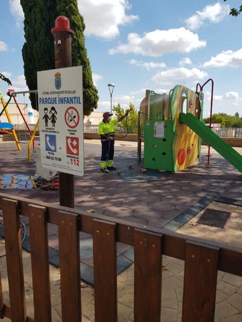 El Ayuntamiento de Bullas realiza labores de desinfección de parques y jardines - 1, Foto 1