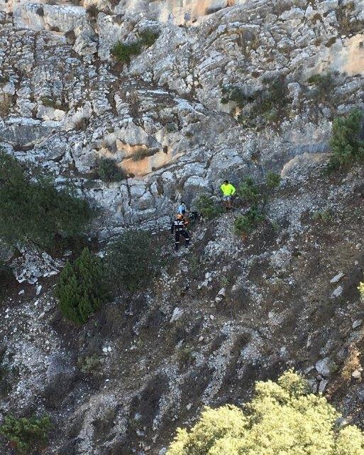 Servicios de emergencia rescatan a un senderista accidentado en Barranco del Humero (Sierra Espuña) en Totana, Foto 2