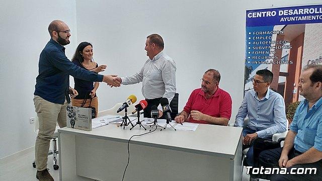Se suscriben dos nuevos contratos con empresarios para que se instalen en sendas naves del Vivero de Empresas, Foto 6