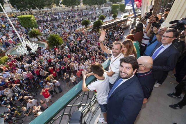 López Miras: Alejandro Valverde ha conseguido que un millón y medio de murcianos se sientan orgullosos de su región, Foto 1