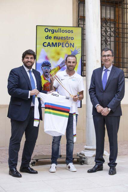López Miras: Alejandro Valverde ha conseguido que un millón y medio de murcianos se sientan orgullosos de su región, Foto 2
