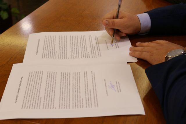 El Ayuntamiento de Los Alcázares ha presentado un escrito en la Asamblea Regional para que los grupos políticos eleven al Congreso de los Diputados la Proposición de Ley para dotar de personalidad jurídica al Mar Menor - 1, Foto 1