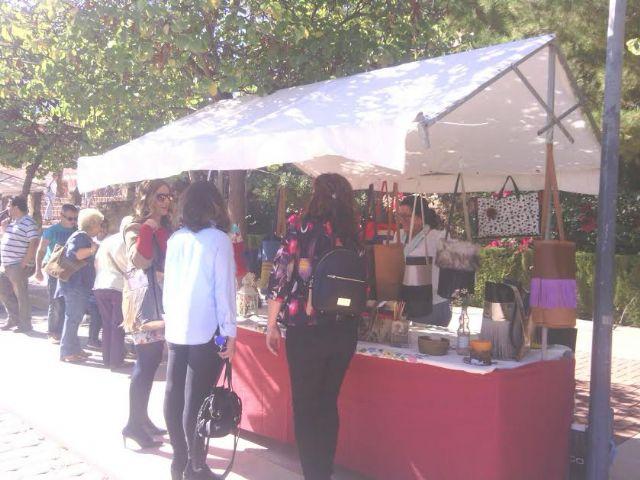 Este domingo se celebr� el tradicional Mercadillo Artesano de La Santa con la asistencia de numeroso p�blico gracias al buen tiempo, Foto 2