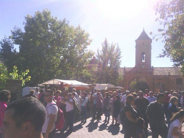 Este domingo se celebr� el tradicional Mercadillo Artesano de La Santa con la asistencia de numeroso p�blico gracias al buen tiempo, Foto 3