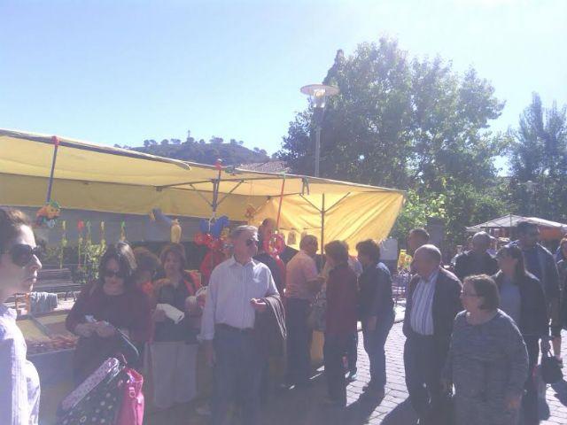 Este domingo se celebr� el tradicional Mercadillo Artesano de La Santa con la asistencia de numeroso p�blico gracias al buen tiempo, Foto 4