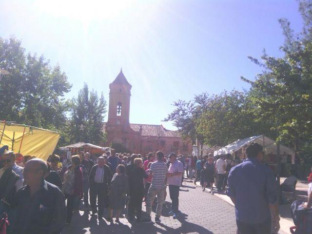 Este domingo se celebr� el tradicional Mercadillo Artesano de La Santa con la asistencia de numeroso p�blico gracias al buen tiempo, Foto 5