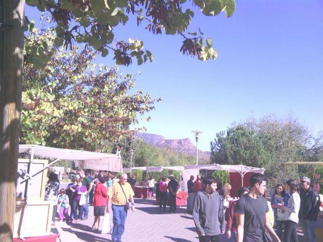 Este domingo se celebr� el tradicional Mercadillo Artesano de La Santa con la asistencia de numeroso p�blico gracias al buen tiempo, Foto 7