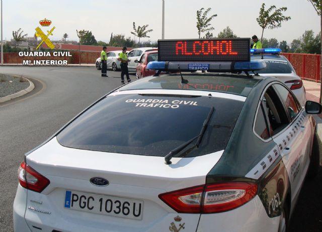 La Guardia Civil detiene a un conductor por eludir un control policial de forma temeraria y sin carné (en Totana, carretera N-340), Foto 1