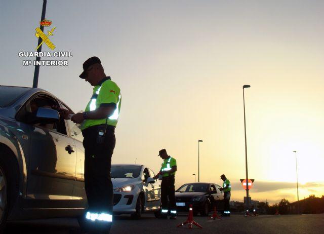 La Guardia Civil detiene a un conductor por eludir un control policial de forma temeraria y sin carné (en Totana, carretera N-340), Foto 3