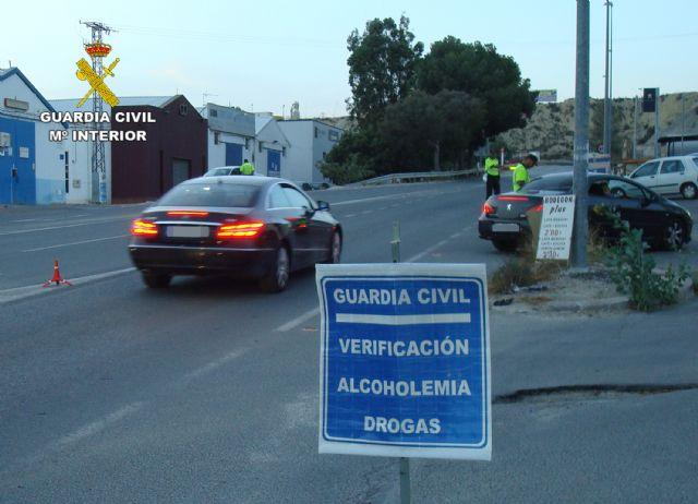 La Guardia Civil detiene a un conductor por eludir un control policial de forma temeraria y sin carn� (en Totana, carretera N-340), Foto 4