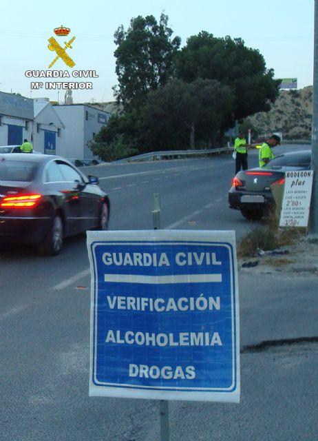La Guardia Civil detiene a un conductor por eludir un control policial de forma temeraria y sin carn� (en Totana, carretera N-340), Foto 5