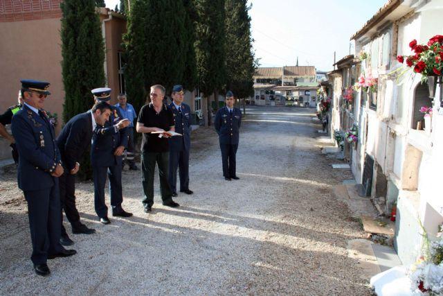 Flores a los soldados que se encuentran en nichos de la Base Aérea de Alcantarilla en nuestro Cementerio - 2, Foto 2