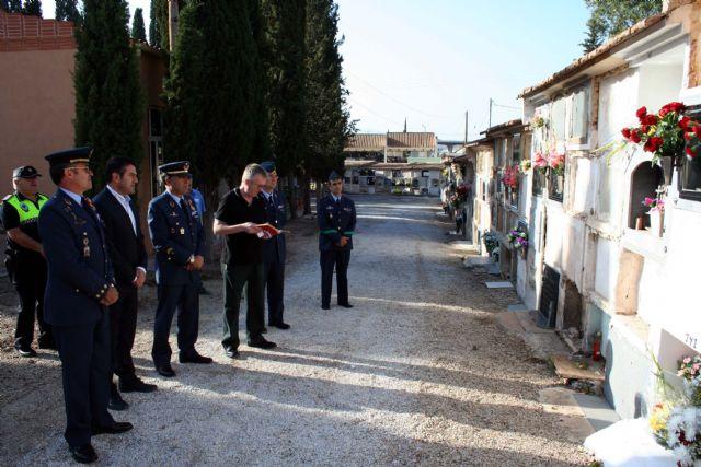 Flores a los soldados que se encuentran en nichos de la Base Aérea de Alcantarilla en nuestro Cementerio - 3, Foto 3