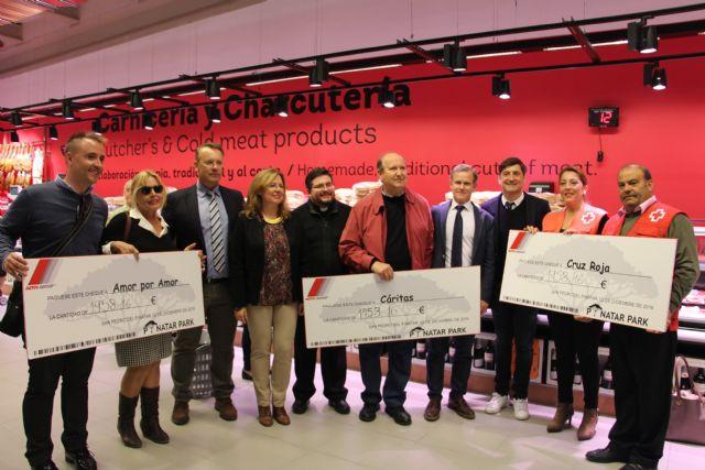 Amor por Amor, Cáritas y Cruz Roja reciben una donación cercana a los 2.000 euros de Pinatar Park - 1, Foto 1