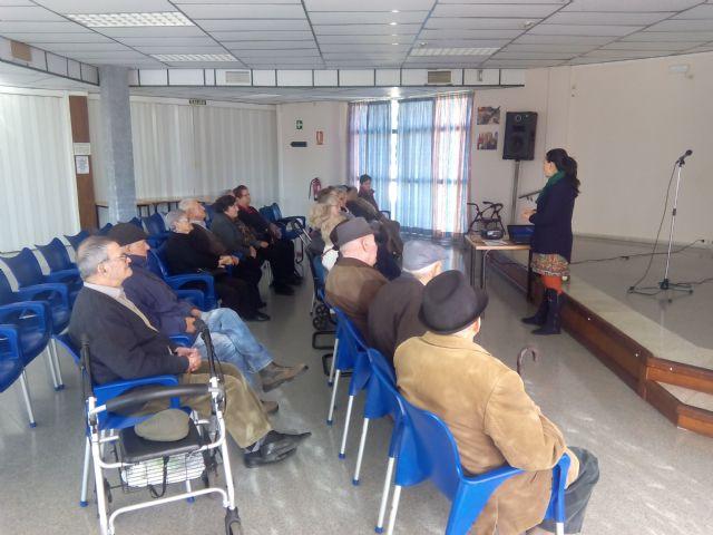 Los mayores de Alhama charlan sobre cómo disfrutar de la jubilación, Foto 2