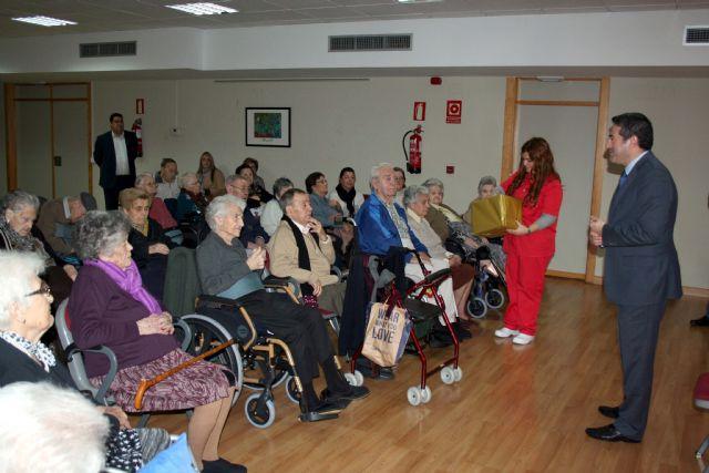 La Residencia Virgen de la Salud, cierra sus conmemoraciones del XVI aniversario, con el alcalde de Alcantarilla, en Déjame conocerte - 1, Foto 1