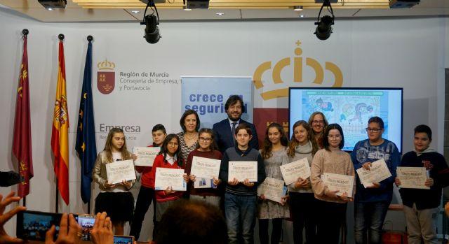 La Comunidad premia a los diez escolares que mejor plasman la prevención de riesgos en su entorno, Foto 1