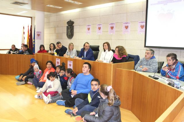 Totana today celebrates the International Day of Persons with Disabilities in an institutional event in which local authorities, users and professionals of the Day Centers participate, Foto 3
