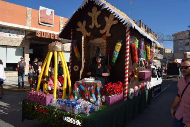La Peña el Tolin gana el primer premio del desfile de carrozas de las fiestas patronales, Foto 1